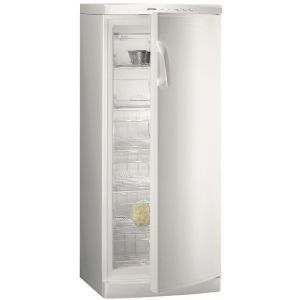 Gorenje F 6245 W Zamrzivač kapaciteta 238 l, kapaciteta zamrzavanja do 15 kg, i 20 h čuvanja namirnica u slučaju nestanka električne energije.