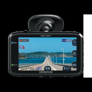Kenwood DRV-830 Kamera za automobil, prednja kompaktna wide quad HD kamera, sa G sensor i integrisanim GPS-om, koja omoćava snimanje u Quad HD rezoluciji.